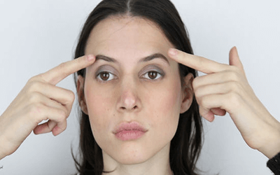 Augenbrauenaktion